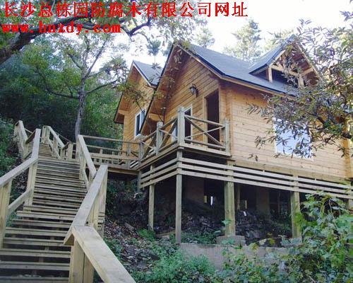 木结构房屋宜建成坡屋面