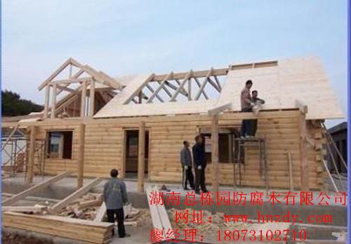 防腐木木屋别墅在盖顶时需要注意什么?